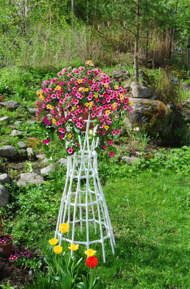 Подставки для садовых цветов своими руками фото 24